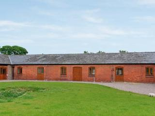 THE GRANARY, single-storey luxury barn conversion with hot tub, woodburner - Shropshire vacation rentals