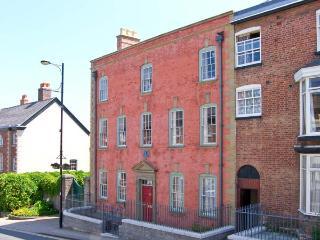 MOSTYN HOUSE, period features, en-suite facilities, central location, in Denbigh, Ref. 24896 - Denbigh vacation rentals