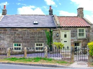 HOLLY TREE COTTAGE, stone cottage with woodburner, underfloor heating, luxury bathroom, close good inn, Aislaby Ref 25346 - Aislaby vacation rentals
