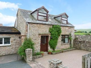 MEWS COTTAGE, cosy cottage with open fire, walled garden, close Ullswater in - Pooley Bridge vacation rentals