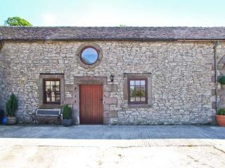 NUMBER 3, cosy barn conversion, flexible sleeping, country setting with picnic tables and duckpond, Biggin Ref 26453 - Derbyshire vacation rentals