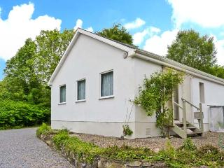 LAKE VIEW COTTAGE, ground floor accommodation, pet-friendly, lakeside position, near Flagmount, Ref. 27217 - County Clare vacation rentals