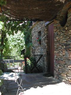 casa rural con zona de barbacoa y chimenea - Robledillo De Gata vacation rentals