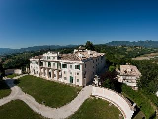 10 bedroom House with Private Outdoor Pool in Spoleto - Spoleto vacation rentals