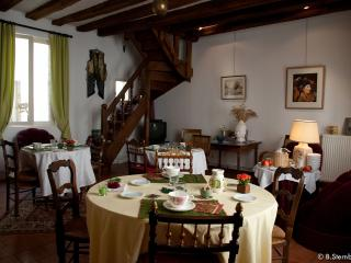 Bright 3 bedroom Bed and Breakfast in Loches - Loches vacation rentals