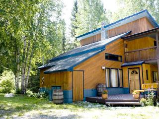 Golden Rockies Lodge, Your summer holiday home! - Golden vacation rentals