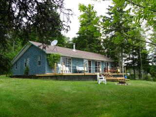 Cozy 2 bedroom Saint Andrews Cottage with Deck - Saint Andrews vacation rentals