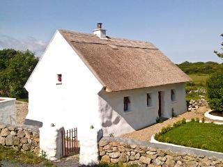SPIDDAL THATCH COTTAGE, pet-friendly, multi-fuel stove, traditional cottage with character, near Spiddal, Ref. 14431 - Kilcolgan vacation rentals