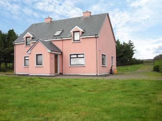 GLOR AN SRUTHAN, pet-friendly, panoramic sea views, en-suite facilities, near Ballinskelligs, County Kerry - Ventry vacation rentals