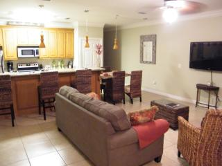1/2 BLOCK FROM BEACH & SHOPPING, TOTALLY UPDATED, - South Padre Island vacation rentals
