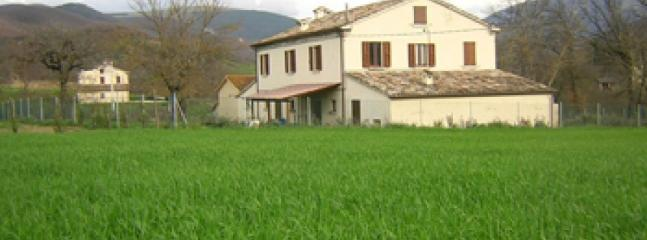 Camagagno - Large farmhouse with 12 sleeps - Urbania vacation rentals