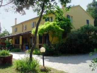 Pescatore - Large house with 12 sleeps - Mombaroccio vacation rentals