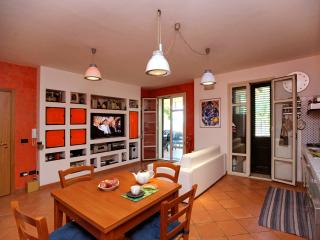 Lovely little house facing the sea - White Rocks - - Sicily Island vacation rentals