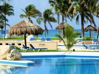Lovely ground level condo in Villas del Mar - Puerto Aventuras vacation rentals