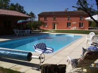Renovated Farmhouse With Private Pool - Teyssode vacation rentals