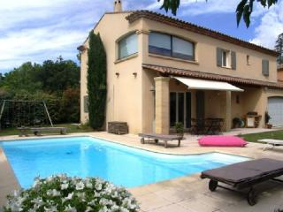 Holiday rental Villas Puyricard (Bouches-du-Rhône), 170 m², 2 600 € - Cadenet vacation rentals