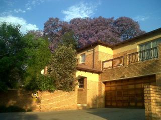 Honeydew Ridge - 1 Sunny Bedroom With Balcony And Bathroom- Garden-security - Gauteng vacation rentals