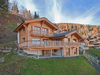 Ski in/out, 5 ensuite rooms, luxury for 12 guests - La Tzoumaz vacation rentals