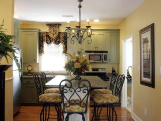 Luxury Carriage House w/Parking close to River St - Savannah vacation rentals