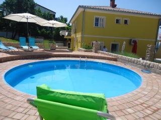 Vila Rosa Mora - App Lavanda - Fuzine vacation rentals