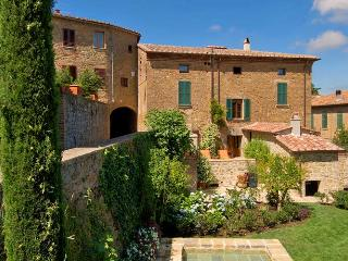 Charming Villa with Internet Access and Television - Castiglione D'Orcia vacation rentals