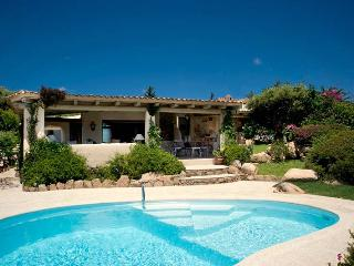 Spacious 4 bedroom Villa in Abbiadori with Television - Abbiadori vacation rentals
