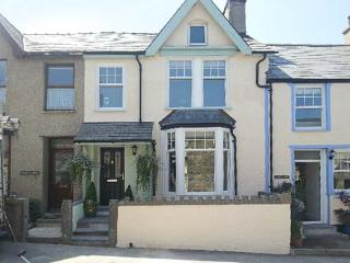 PENMAEN HOUSE, pet-friendly cottage with hot tub, patio, close sandy beach in Trefor Ref. 24259 - North Wales vacation rentals