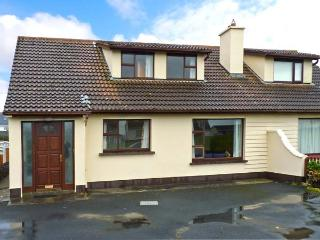 SEA PARK COTTAGE, pet-friendly, solid fuel stove, seaside cottage, in Lahinch, Ref. 25249 - Lahinch vacation rentals