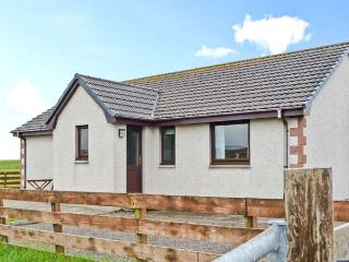 VIEWFIELD, single-storey pet-friendly cottage, close coast, great touring base, Aultbea Ref 26506 - Gairloch vacation rentals