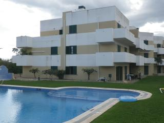Beautiful 2 Bedroom Apartment w/swimming pool - Faro District vacation rentals