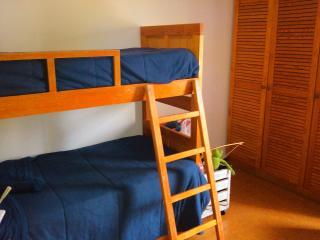 Family home, 3 bedrooms, 2 WC garden - beach 2.5km - Cascais vacation rentals