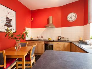 Bright 1 bedroom Edinburgh Condo with Internet Access - Edinburgh vacation rentals