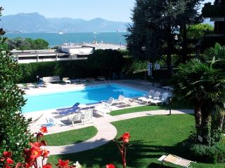 Ai Teatri Apartment -lake view. terrace.Airco,WiFi - Desenzano Del Garda vacation rentals
