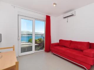 Apartments Pava - 43421-A2 - Okrug Donji vacation rentals