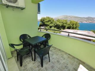 Apartments Pava - 43421-A3 - Okrug Donji vacation rentals