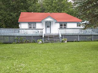Bright 3 bedroom Vacation Rental in Lake Simcoe - Lake Simcoe vacation rentals