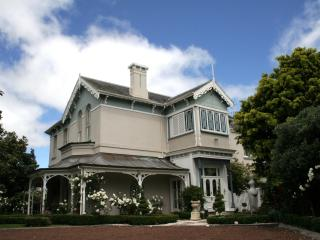 FULLY FURNISHED self-contained  holiday rental - Auckland vacation rentals