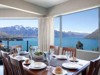 ALPINE VISTA , 3 LEVEL HOME WITH MAGNIFICENT VIEWS - Queenstown vacation rentals