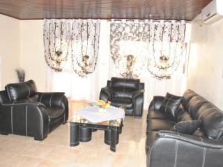Appartements haut standing dans Résidence privée - Douala vacation rentals