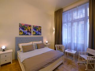 Outstandingly central cosy 2BR/2BA at Basilica - Budapest & Central Danube Region vacation rentals