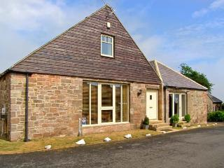 BROADWOOD HOUSE, barn conversion, dog-friendly, external games room, garden, in Beadnell, Ref 25353 - Belford vacation rentals