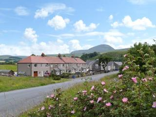 4 HELWITH BRIDGE COTTAGES, family and pet friendly cottage, woodburner, enclosed patio, near Horton-in-Ribblesdale, Ref 26035 - Horton-in-ribblesdale vacation rentals