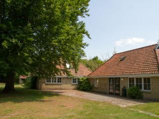 Farmhouse, 8-12p, wheelchair friendly, peace&space - Frederiksoord vacation rentals