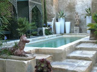 Maison Bleue- Superb 1 Bedroom Rental Arles, Provence, France - Arles vacation rentals