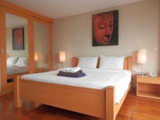 Twin Peaks studio, near Night Bazaar - Chiang Mai vacation rentals