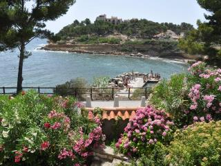 Lovely B & B with a Garden and Located by the Beach, Carry le Rouet - Carry-le-Rouet vacation rentals