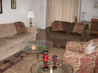 Bright Condo with A/C and Shared Outdoor Pool in Fort Myers - Fort Myers vacation rentals