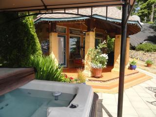 Romantic 1 bedroom Cottage in Sooke - Sooke vacation rentals