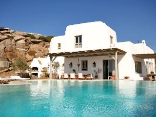 Bright 8 bedroom Tourlos Villa with Internet Access - Tourlos vacation rentals