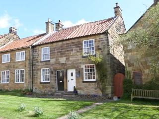 PEELERS COTTAGE, pet-friendly, romantic cottage, character, woodburner, close good pubs and walks, in Osmotherley, Ref 25233 - Osmotherley vacation rentals